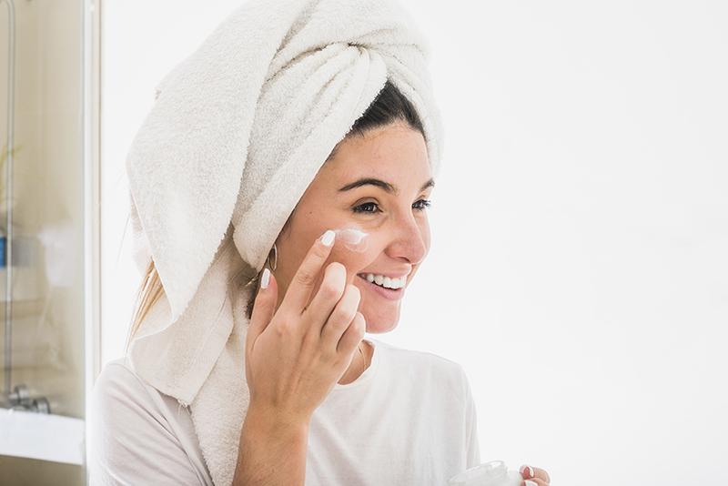 Cómo cuidar la piel madura - Isdinceutics Age Reverse Night